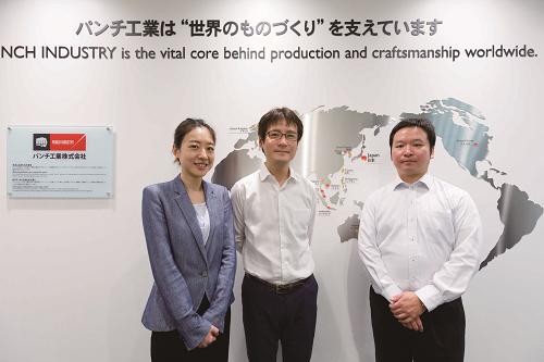 左からNRI SingaporeのStella氏、パンチ工業の桂氏、菊地氏