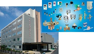 鷺宮製作所の多岐にわたる製品ラインナップ(写真右)と本社ビル(写真左)